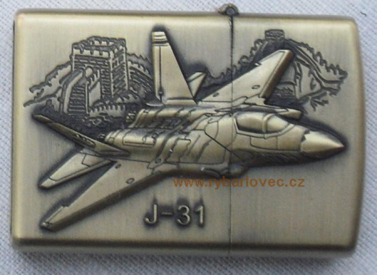 Stylový zapalovač na benzin bitevní letoun J-31