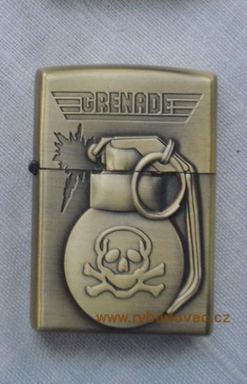 Stylový zapalovač na benzin GRENADE lebka